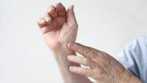 Перечень болезней суставов рук: симптомы и лечение