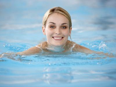 Плавание при остеохондрозе: лечение шейного и поясничного отдела