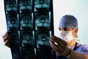 Болит спина справа: список причин, методов диагностики и способов лечения