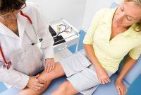 Болит колено: к какому врачу идти, к кому обратиться