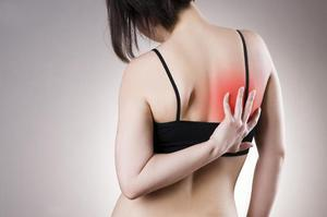 Боль под правой лопаткой сзади со спины: причины боли в правой лопатке