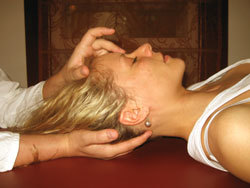 Боль в плечах и шее: мышечная и суставная
