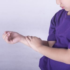 Ювенильный ревматоидный артрит у детей: симптомы, лечение, причины