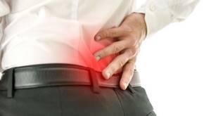 Болит копчик: как лечить в домашних условиях - препараты и народные средства
