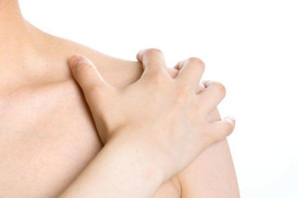 Хруст в плечевом суставе: при вращении, с болью и без. Причины и лечение