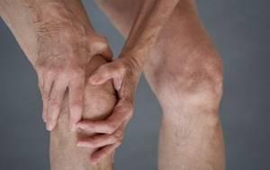 Скованность в суставах и позвоночнике по утрам: причины и лечение