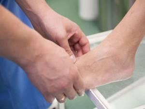 Лечение артроза стопы в домашних условиях: процедуры и рецепты