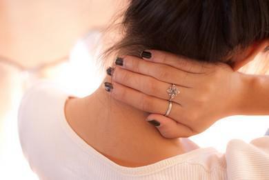 Почему болит шея с правой стороны и о чем сигнализирует