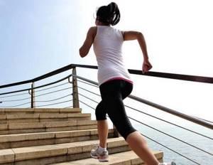 Болит колено при ходьбе: причины, лечение