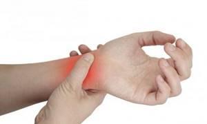 Гигрома запястья: лечение без операции и хирургически