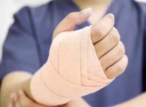 Растяжение связок кисти руки: симптомы и лечение в домашних условиях